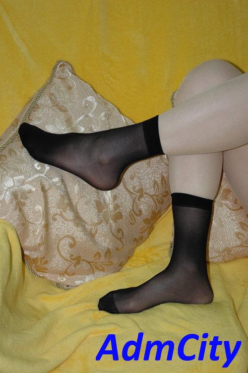 透明短襪. 每包2件包.適合足部長度22到25公分.85%尼龍,15%spandex彈性纖維.