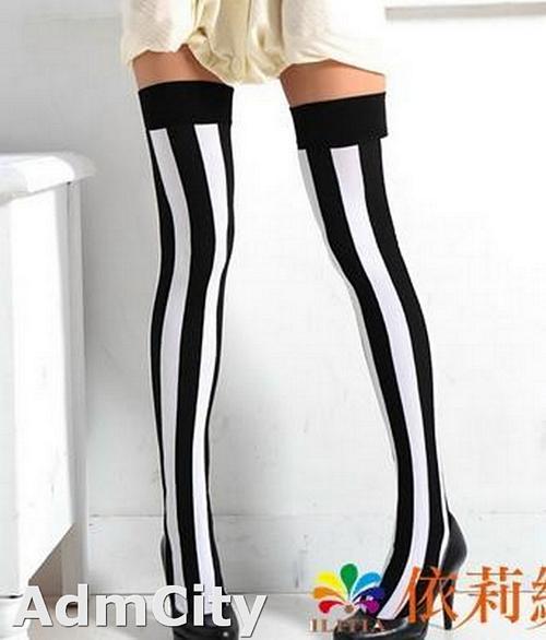 足球風  黑白直條紋 不透明大腿襪.