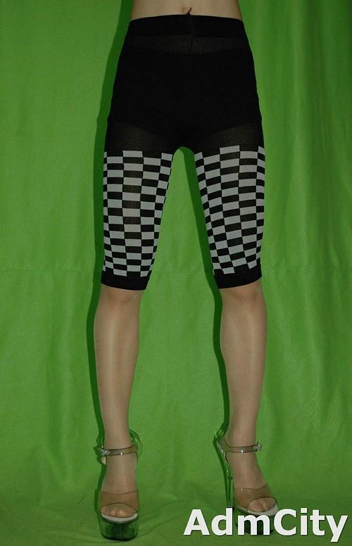 短褲長度西洋棋超彈性內搭褲無足褲襪打底褲顏色是黑/灰格紋.