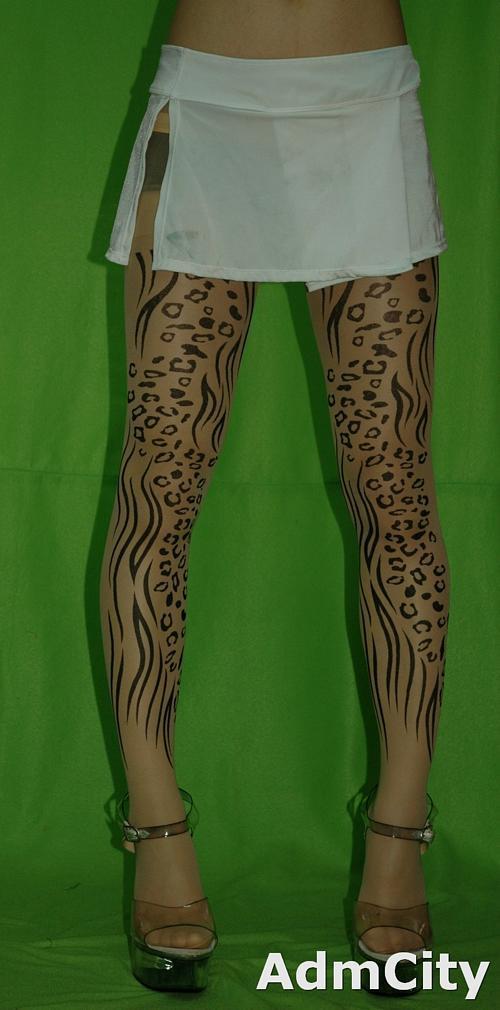 狂野豹紋 透明刺青褲襪. 超彈性連褲襪.適合身高140到160公分.體重35公斤到45公斤.腰圍:21英吋到25英吋.