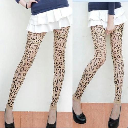 刺青紋路豹紋九分無足褲襪內搭花紋褲襪復古樣式韓系日系流行,透膚色設計絲襪材質,建議搭配的衣服或褲子的長度要蓋到臀部較佳
