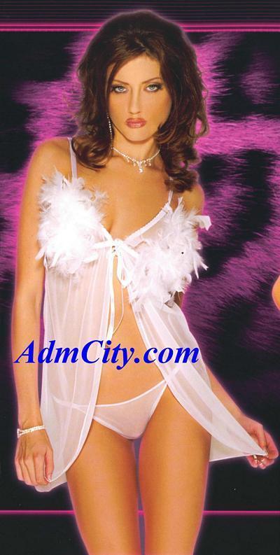 兩件式的性感內衣,採開放式剪裁設計, 以細緻的絲帶將您胸部繫圍在綿柔的羽毛薄紗中,大膽獨特的剪裁搭配同色性感內褲, 使您身材仿若棉絮般輕盈,展現浪漫柔情.