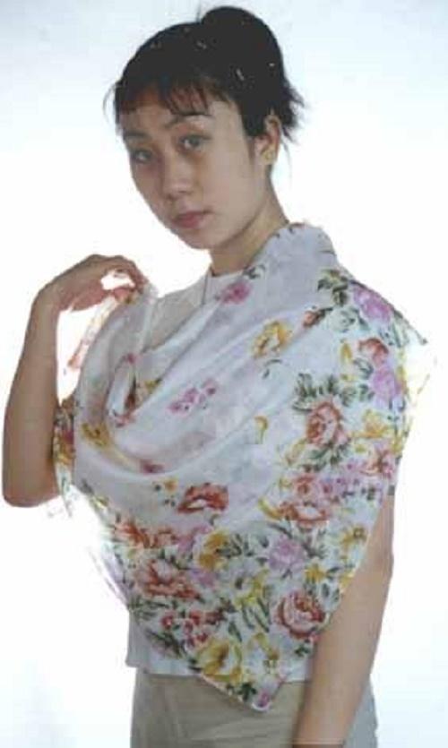 絲巾 . 80 x 80 cm.