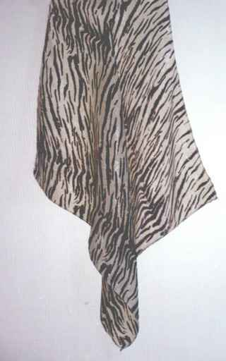 Scarf. material: polyester. size: 45X50CM.