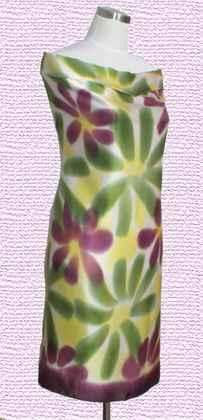大方巾. 規格:100X115CM. 花色:手繪. 材質:蚕絲/素縐緞.