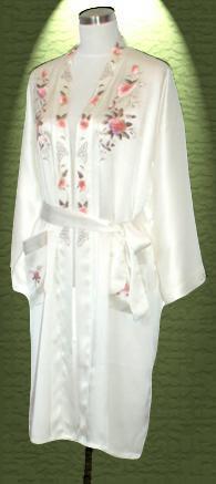 素綢緞和服繡花睡袍. 材質:蠶絲100%.