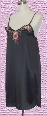 素綢緞吊帶繡花睡裙. 材質:蠶絲100%.