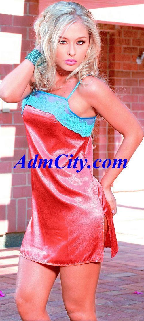 細肩帶蕾絲邊 緞面性感小夜衣 + 細線丁字褲.