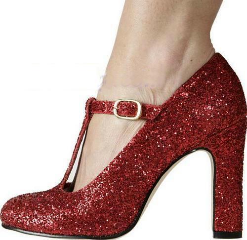 亮點設計扣環的舞鞋,讓您不自主的散發一分浪漫氣息,使您彷彿置身於星光大道上,您將艷冠群芳,成為眾所欽羨的對象。